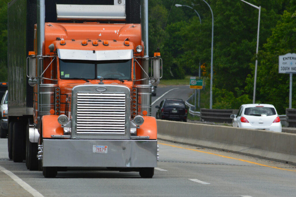 18-wheels-no-breaks-big-trucks-carry-the-commerce-to-all-corners-of-our-country-trucks_t20_g1PNvG