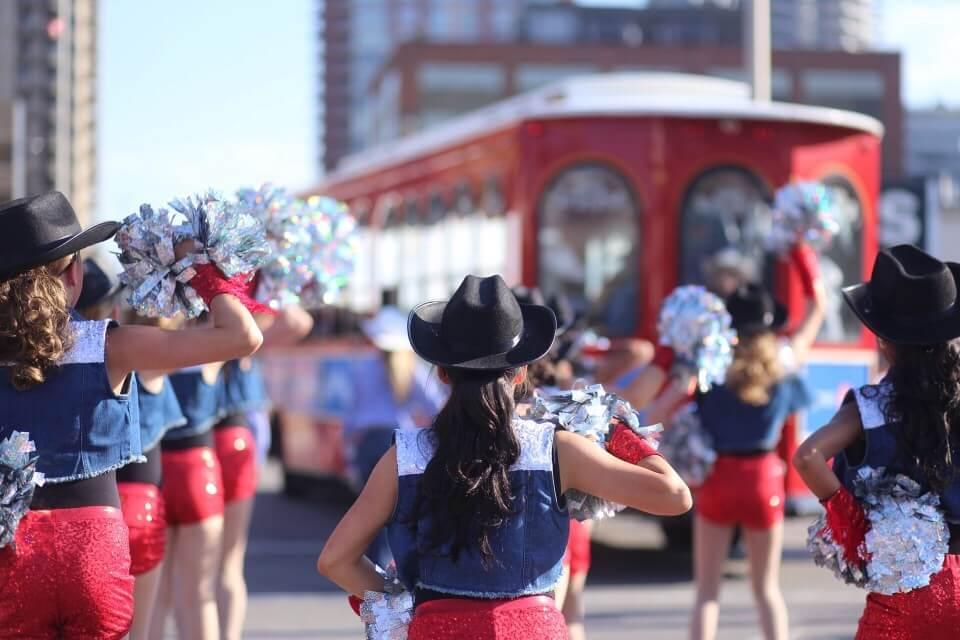 calgary-stampede-parade-western-dancers_t20_ywZEkO